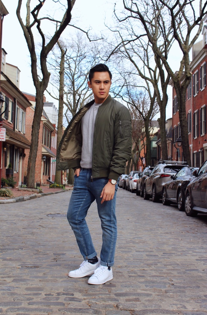 Fashion blogger posing in Old City Philadelphia